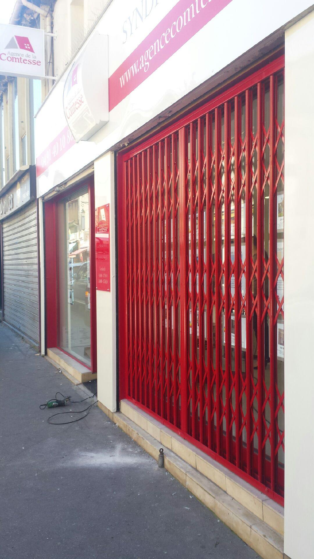 Agence Design Industriel Marseille pose grille extensible pour agence immobilière à marseille